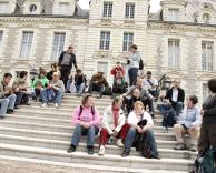 Sur les marches d'un château de la Loire